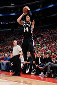 Danny Green of the San Antonio Spurs shoots against the Los Angeles Clippers in Game Two of the Western Conference Quarterfinals during the 2015 NBA...