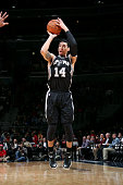 Danny Green of the San Antonio Spurs shoots against the Washington Wizards on January 13 2015 at Verizon Center in Washington DC NOTE TO USER User...
