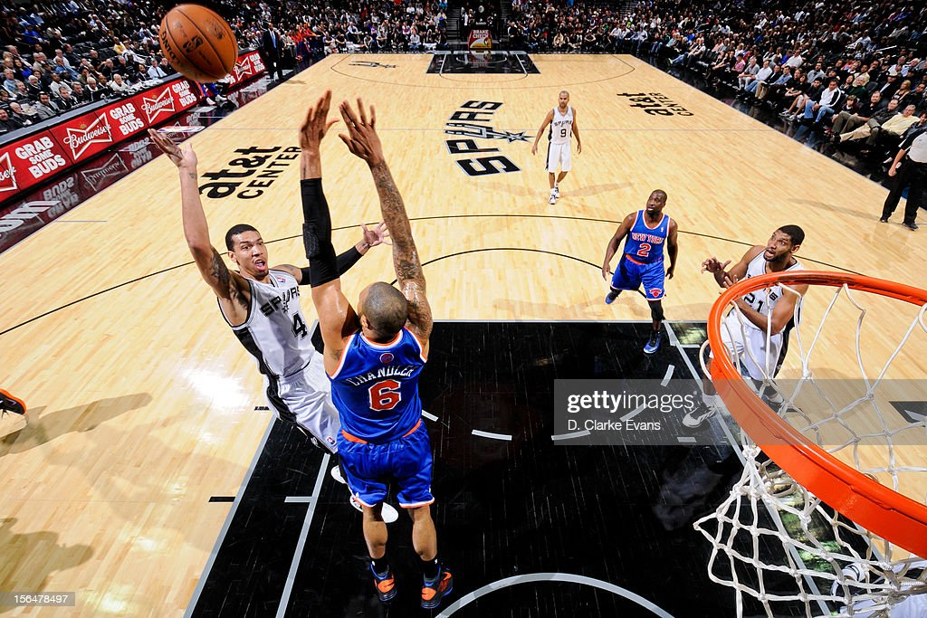 Danny Green #4 of the San Antonio Spurs shoots against <a gi-track='captionPersonalityLinkClicked' href=/galleries/search?phrase=Tyson+Chandler&family=editorial&specificpeople=202061 ng-click='$event.stopPropagation()'>Tyson Chandler</a> #6 of the New York Knicks on November 15, 2012 at the AT&T Center in San Antonio, Texas.