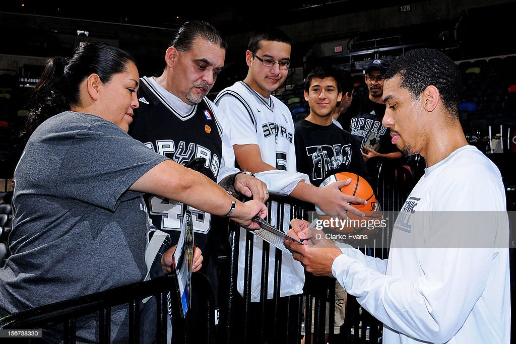Danny Green #4 of the San Antonio Spurs signs autographs for fans before playing against the Los Angeles Clippers on November 19, 2012 at the AT&T Center in San Antonio, Texas.