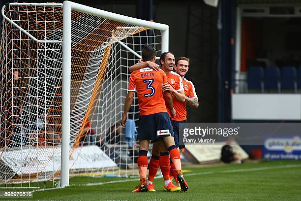 Danny Hylton of Luton Town celebrates with his teammates during the Sky Bet League Two match between Luton Town and Wycombe Wanderers at Kenilworth...