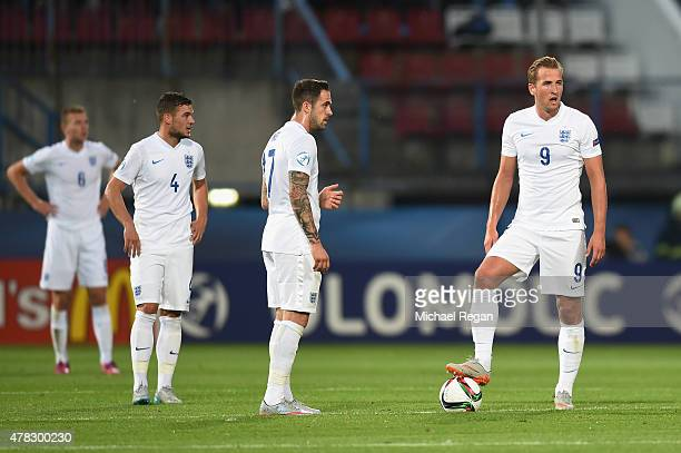 Danny Ings and Harry Kane look dejected after Italy score to make it 20 during the UEFA Under21 European Championship match between England and Italy...