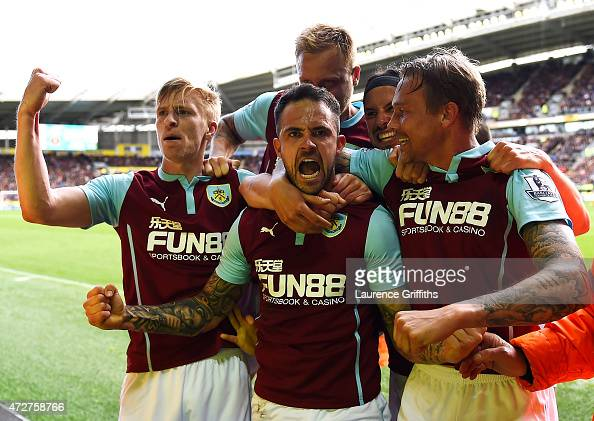 Danny Ings of Burnley celebrates scoring the opening goal with team mates during the Barclays Premier League match between Hull City and Burnley at...