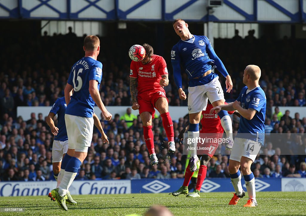 Danny Ings of Liverpool scores Liverpool's first goal during the Barclays Premier League match between Everton and Liverpool at Goodison Park on October 4, 2015 in Liverpool, England.