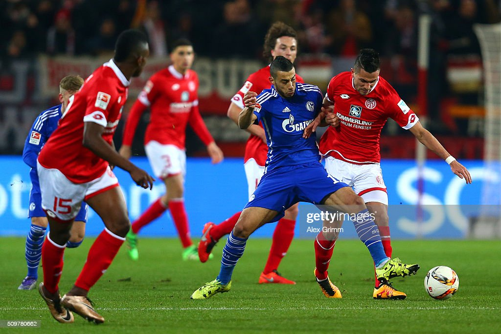 <a gi-track='captionPersonalityLinkClicked' href=/galleries/search?phrase=Danny+Latza&family=editorial&specificpeople=2244829 ng-click='$event.stopPropagation()'>Danny Latza</a> of 1. FSV Mainz 05 battles for the ball with Younes Belhanda of FC Schalke 04 during the Bundesliga match between 1. FSV Mainz 05 and FC Schalke 04 at Coface Arena on February 12, 2016 in Mainz, Germany.