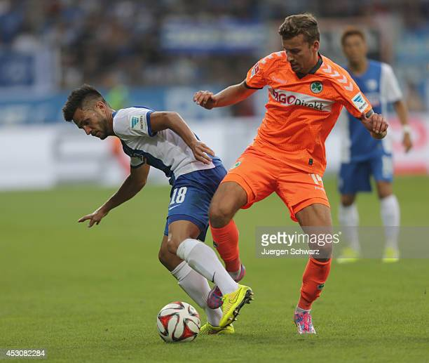 Danny Latza of Bochum and Tom Weilandt of Fuerth battle for the ball during the Second Bundesliga match between VfL Bochum and SpVg Greuther Fuerth...