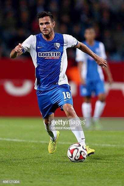 Danny Latza of Bochum runs with the ball during the Second Bundesliga match between VfL Bochum and Fortuna Duesseldorf at Rewirpower Stadium on...