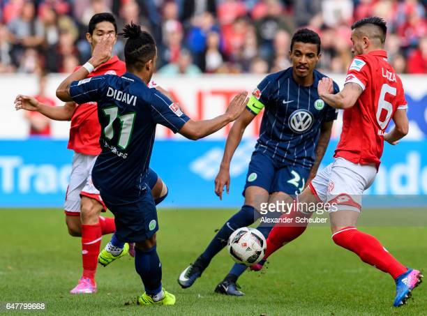 Danny Latza of Mainz 05 challenges Daniel Didavi of Wolfsburg during the Bundesliga match between 1 FSV Mainz 05 and VfL Wolfsburg at Opel Arena on...