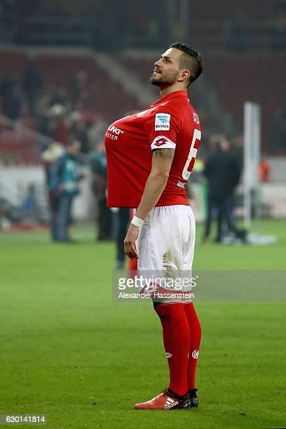 Danny Latza of Mainz celebrates victory after winning the Bundesliga match between 1 FSV Mainz 05 and Hamburger SV at Opel Arena on December 17 2016...