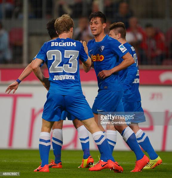 Danny Latza of VfL Bochum celebrates with team mates after scoring his team's first goal during the Second Bundesliga match between 1 FC Koeln and...