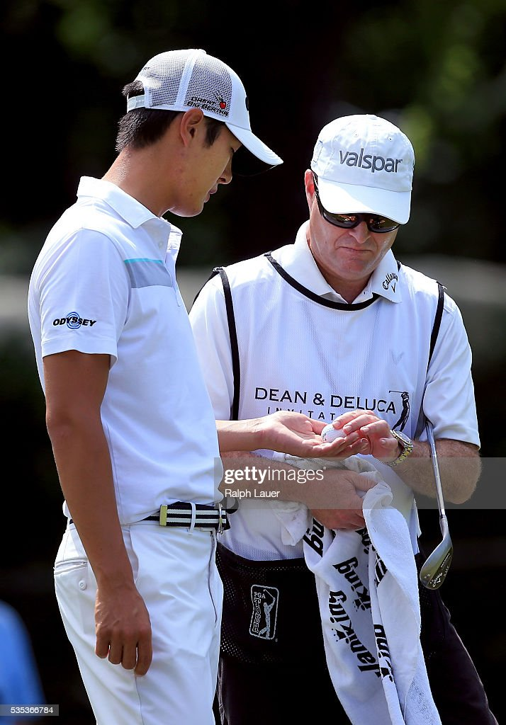 <a gi-track='captionPersonalityLinkClicked' href=/galleries/search?phrase=Danny+Lee+-+Jogador+de+golfe&family=editorial&specificpeople=5504075 ng-click='$event.stopPropagation()'>Danny Lee</a> of New Zealand is seen with his caddie on the third green during the DEAN & DELUCA Invitational at Colonial Country Club on May 29, 2016 in Fort Worth, Texas.