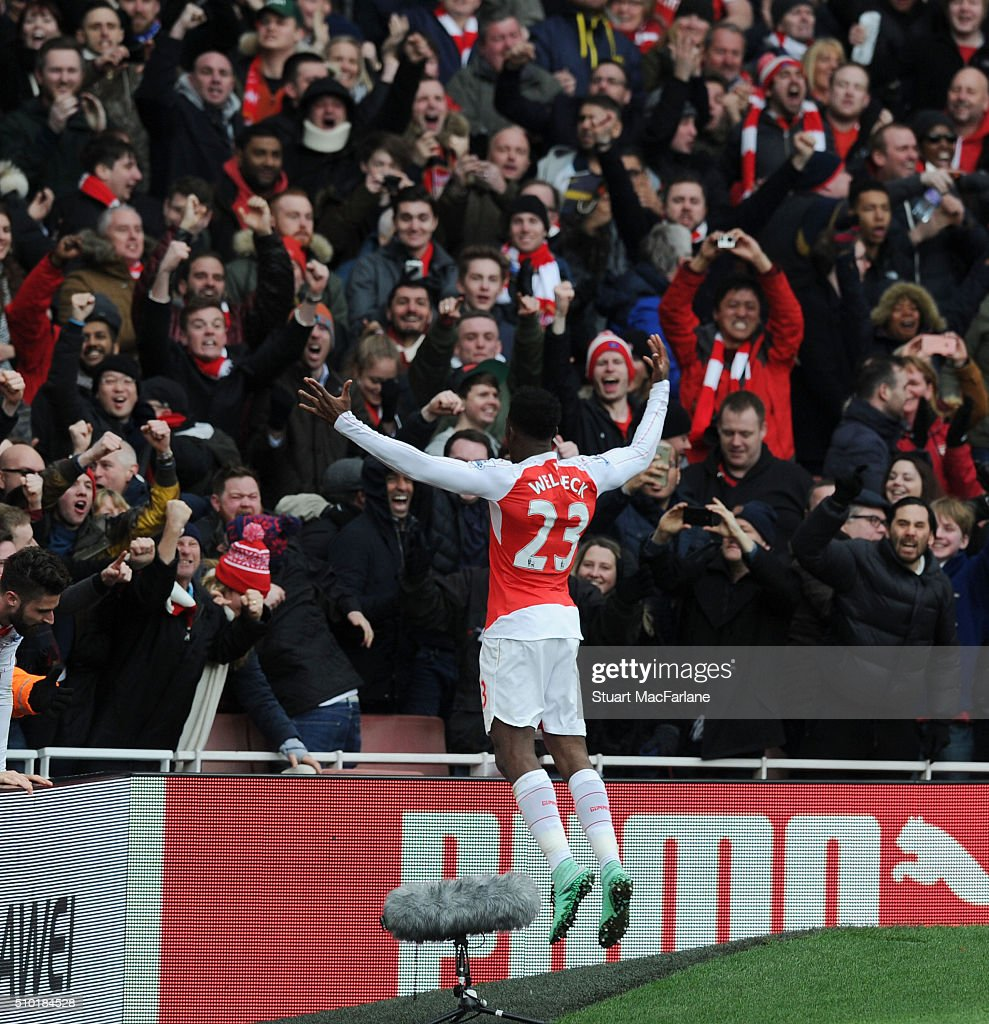 <a gi-track='captionPersonalityLinkClicked' href=/galleries/search?phrase=Danny+Welbeck&family=editorial&specificpeople=4223930 ng-click='$event.stopPropagation()'>Danny Welbeck</a> celebrates scoring the 2d goal with the Arsenal fans during the Barclays Premier League match between Arsenal and Leicester City at Emirates Stadium on February 14, 2016 in London, England.