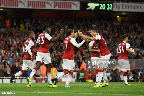 Danny Welbeck of Arsenal celebrates with teammates after scoring his team'ssecond goal during the Premier League match between Arsenal and Leicester...