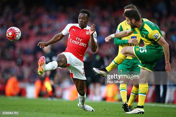 Danny Welbeck of Arsenal challenges Ivo Pinto of Norwich City during the Barclays Premier League match between Arsenal and Norwich City at The...