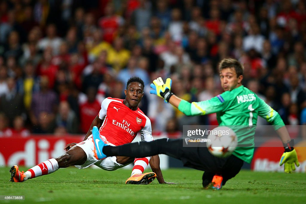 Danny Welbeck of Arsenal scores his team's second goal past Fernando Muslera of Galatasaray AS during the UEFA Champions League group D match between...