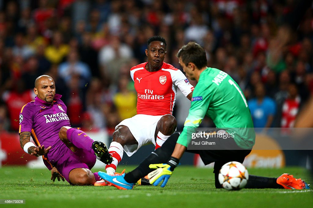 <a gi-track='captionPersonalityLinkClicked' href=/galleries/search?phrase=Danny+Welbeck&family=editorial&specificpeople=4223930 ng-click='$event.stopPropagation()'>Danny Welbeck</a> of Arsenal scores the opening goal past <a gi-track='captionPersonalityLinkClicked' href=/galleries/search?phrase=Fernando+Muslera&family=editorial&specificpeople=4283031 ng-click='$event.stopPropagation()'>Fernando Muslera</a> of Galatasaray AS during the UEFA Champions League group D match between Arsenal FC and Galatasaray AS at Emirates Stadium on October 1, 2014 in London, United Kingdom.