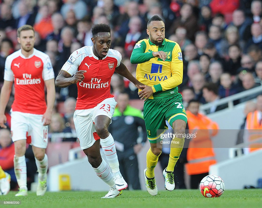 <a gi-track='captionPersonalityLinkClicked' href=/galleries/search?phrase=Danny+Welbeck&family=editorial&specificpeople=4223930 ng-click='$event.stopPropagation()'>Danny Welbeck</a> of Arsenal takes on <a gi-track='captionPersonalityLinkClicked' href=/galleries/search?phrase=Nathan+Redmond&family=editorial&specificpeople=6489095 ng-click='$event.stopPropagation()'>Nathan Redmond</a> of Norwich during the Barclays Premier League match between Arsenal and Norwich City at on April 30th, 2016 in London, England