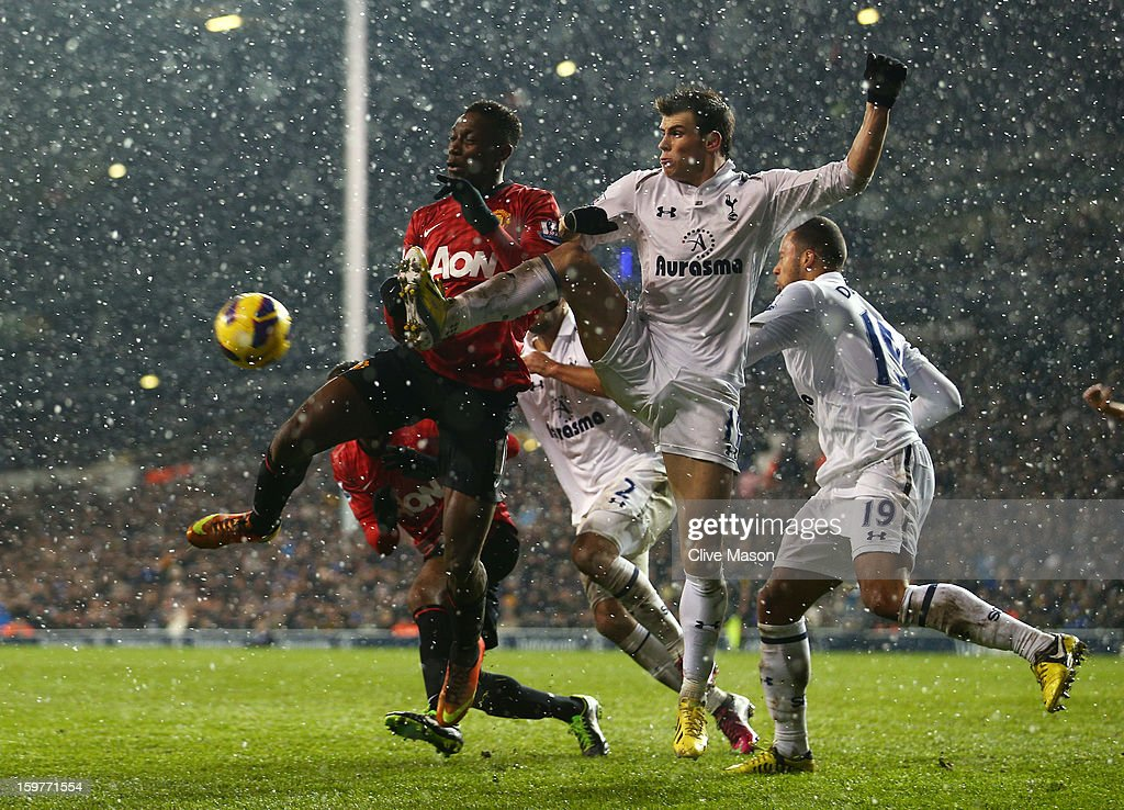 Danny Welbeck of Manchester United and Gareth Bale of Tottenham Hotspur battle for the ball during the Barclays Premier League match between Tottenham Hotspur and Manchester United at White Hart Lane on January 20, 2013 in London, England.
