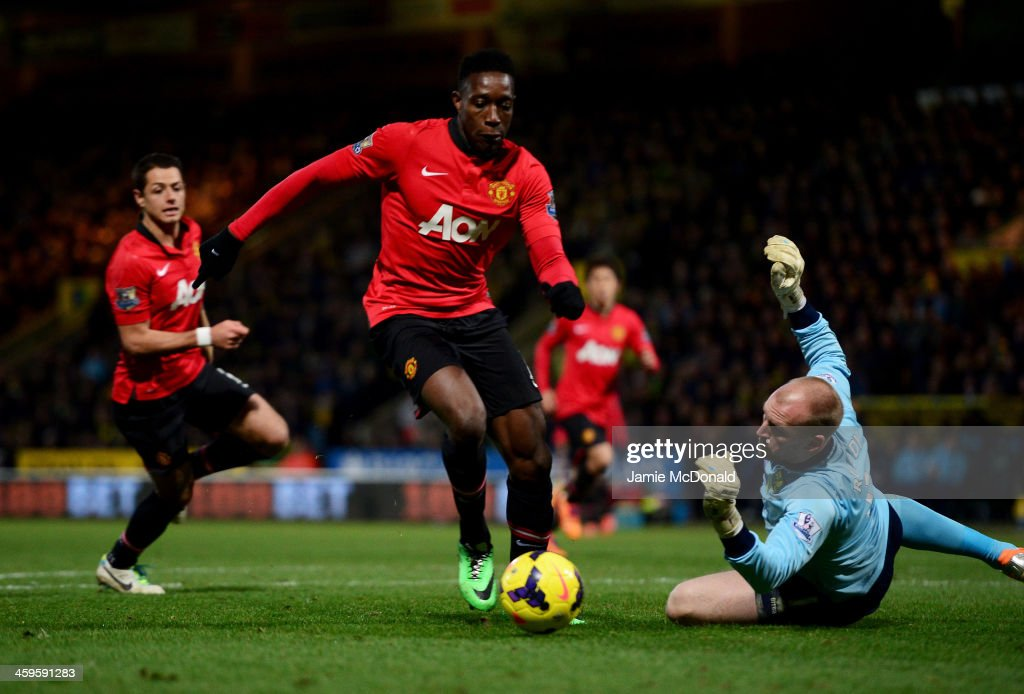 <a gi-track='captionPersonalityLinkClicked' href=/galleries/search?phrase=Danny+Welbeck&family=editorial&specificpeople=4223930 ng-click='$event.stopPropagation()'>Danny Welbeck</a> of Manchester United beats <a gi-track='captionPersonalityLinkClicked' href=/galleries/search?phrase=John+Ruddy&family=editorial&specificpeople=822348 ng-click='$event.stopPropagation()'>John Ruddy</a> of Norwich City to score their first goal during the Barclays Premier League match between Norwich City and Manchester United at Carrow Road on December 28, 2013 in Norwich, England.