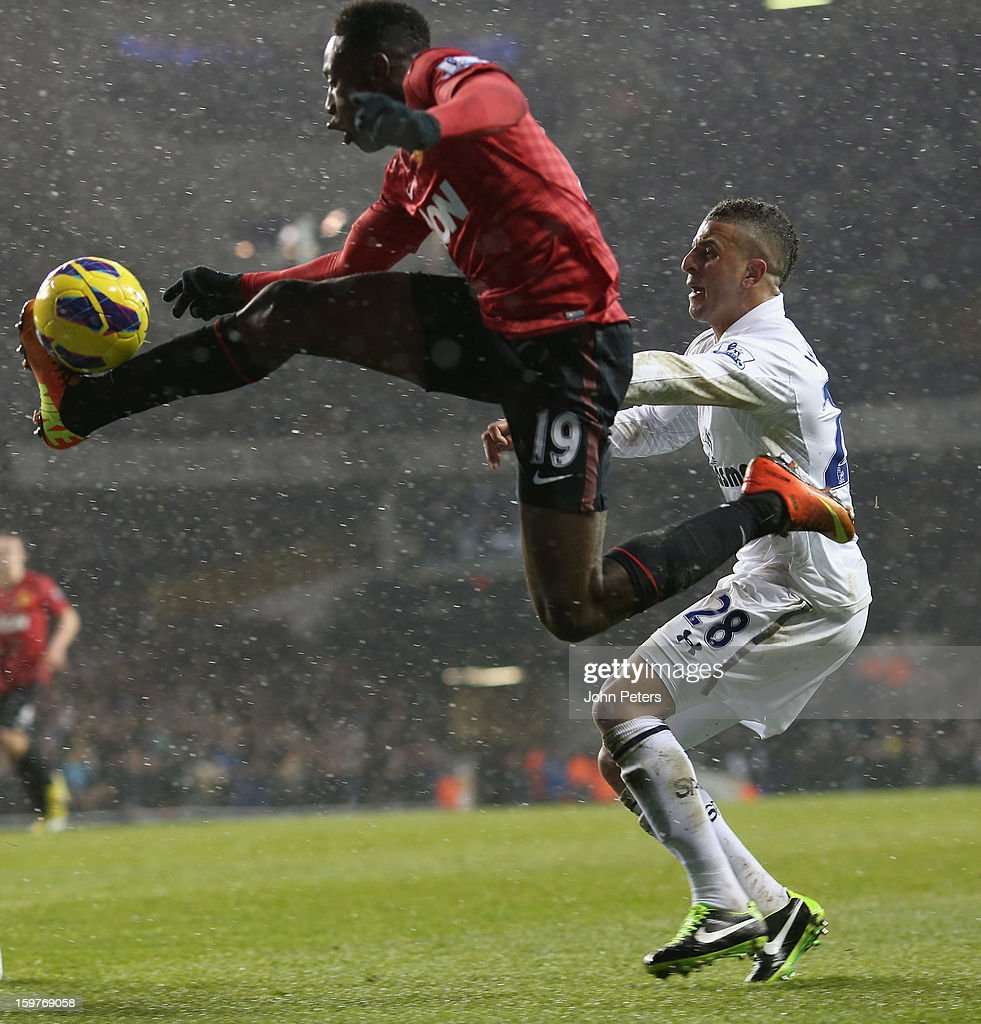 <a gi-track='captionPersonalityLinkClicked' href=/galleries/search?phrase=Danny+Welbeck&family=editorial&specificpeople=4223930 ng-click='$event.stopPropagation()'>Danny Welbeck</a> of Manchester United in action with <a gi-track='captionPersonalityLinkClicked' href=/galleries/search?phrase=Kyle+Walker&family=editorial&specificpeople=5609702 ng-click='$event.stopPropagation()'>Kyle Walker</a> of Tottenham Hotspur during the Barclays Premier League match between Tottenham Hotspur and Manchester United at White Hart Lane on January 20, 2013 in London, England.