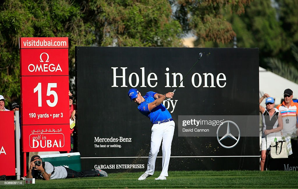 <a gi-track='captionPersonalityLinkClicked' href=/galleries/search?phrase=Danny+Willett&family=editorial&specificpeople=4488861 ng-click='$event.stopPropagation()'>Danny Willett</a> of England plays his tee shot at the par 3, 15th hole during the final round of the 2016 Omega Dubai Desert Classic on the Majlis Course at the Emirates Golf Club on February 7, 2016 in Dubai, United Arab Emirates.