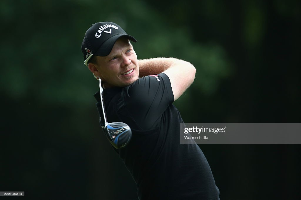 <a gi-track='captionPersonalityLinkClicked' href=/galleries/search?phrase=Danny+Willett&family=editorial&specificpeople=4488861 ng-click='$event.stopPropagation()'>Danny Willett</a> of England tees off on the 3rd hole during day four of the BMW PGA Championship at Wentworth on May 29, 2016 in Virginia Water, England.