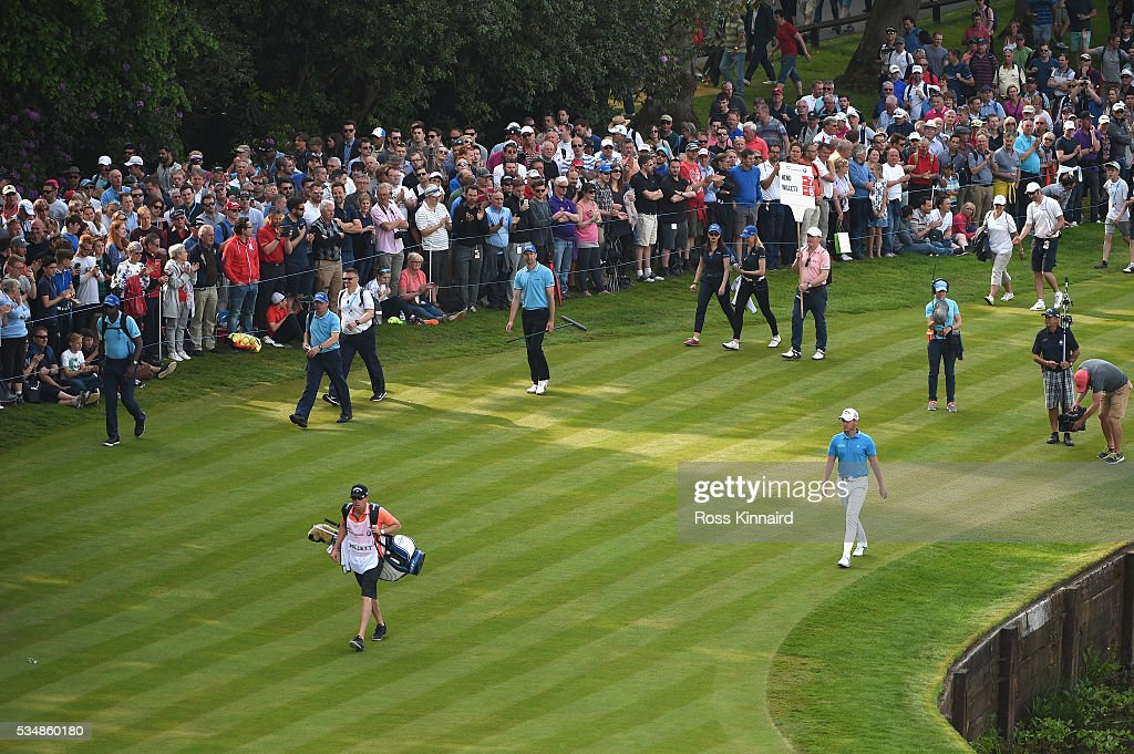 <a gi-track='captionPersonalityLinkClicked' href=/galleries/search?phrase=Danny+Willett&family=editorial&specificpeople=4488861 ng-click='$event.stopPropagation()'>Danny Willett</a> of England walks to the 18th green during day three of the BMW PGA Championship at Wentworth on May 28, 2016 in Virginia Water, England.