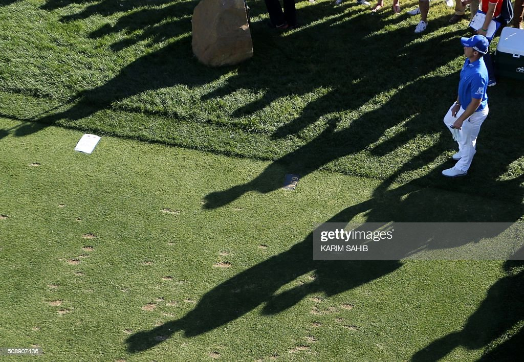 Danny Willett of England watches his putt during the 2016 Dubai Desert Classic at the Emirates Golf Club in Dubai on February 7, 2016. / AFP / KARIM SAHIB