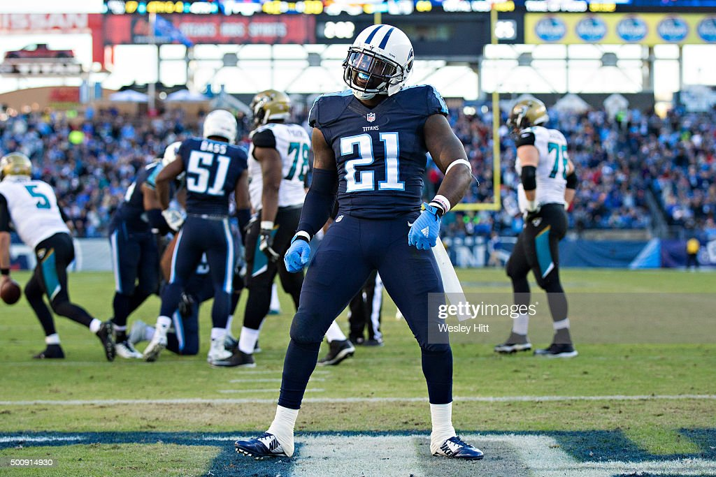 Da'Norris Searcy #21 of the Tennessee Titans reacts tot he crowd during a game against the Jacksonville Jaguars at Nissan Stadium on December 6, 2015 in Nashville, Tennessee. The Titans defeated the Jaguars 42-39.