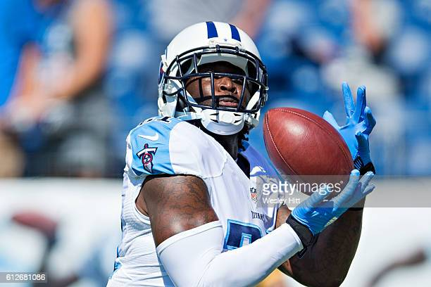 Da'Norris Searcy of the Tennessee Titans warming up before a game against the Oakland Raiders at Nissan Stadium on September 25 2016 in Nashville...