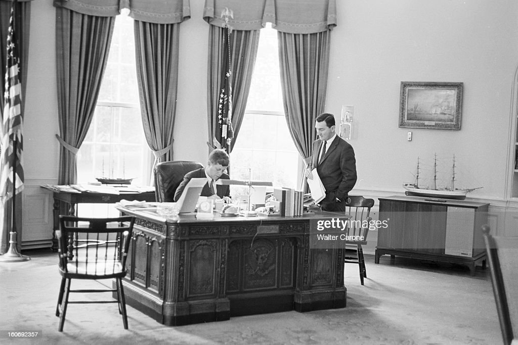 Bureau Ovale Stock Photos and Pictures Getty Images