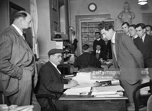Dans les bureaux de la Police nationale en France en 1931