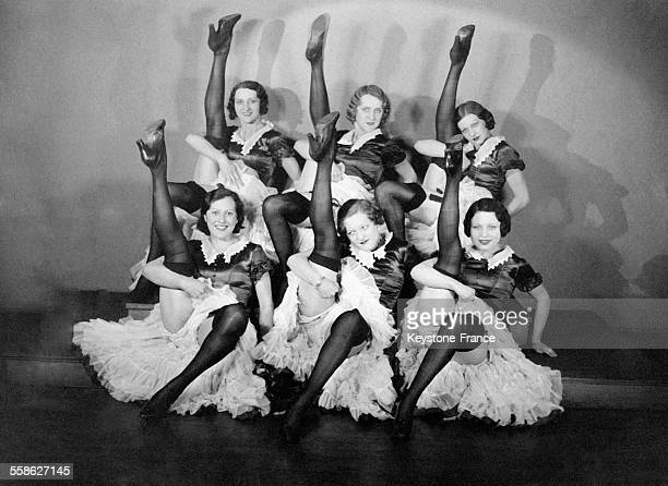 Danseuses du Moulin Rouge à Paris France en 1932
