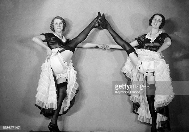 Danseuses du Moulin Rouge à Paris France en 1932