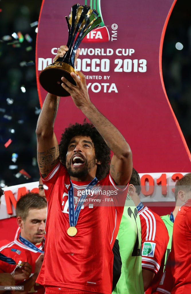 Dante of Bayern Munchen lifts the trophy after the FIFA Club World Cup Final match between FC Bayern Munchen and Raja Casablanca at the Marrakech Stadium on December 21, 2013 in Marrakech, Morocco.