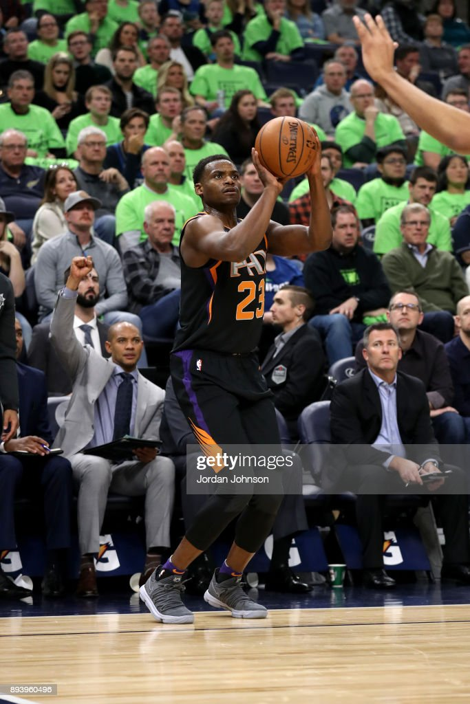 Danuel House #23 of the Phoenix Suns shoots the ball against the Minnesota Timberwolves on December 16, 2017 at Target Center in Minneapolis, Minnesota.
