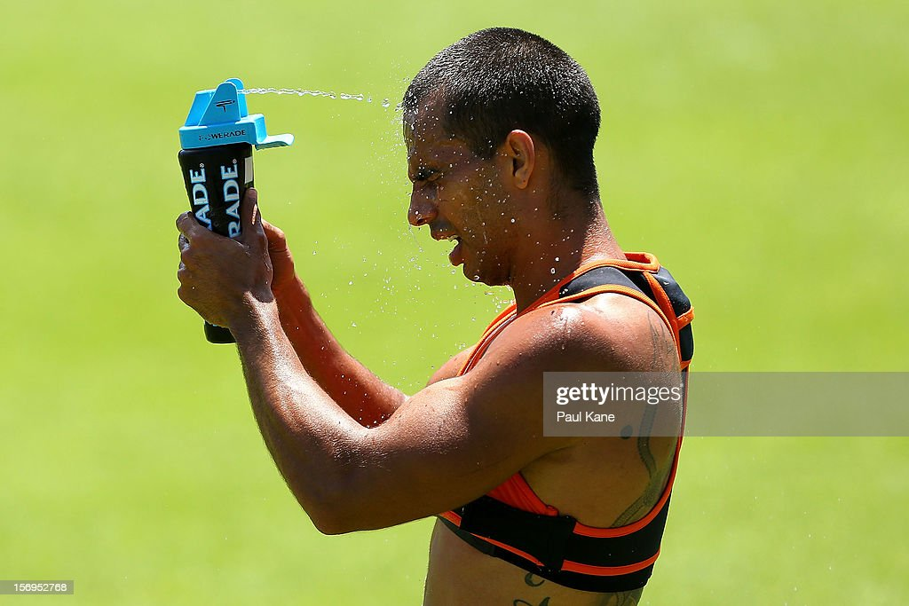 <a gi-track='captionPersonalityLinkClicked' href=/galleries/search?phrase=Danyle+Pearce&family=editorial&specificpeople=562986 ng-click='$event.stopPropagation()'>Danyle Pearce</a> sprays water onto his face after running a time trial during a Fremantle Dockers AFL pre-season training session at Fremantle Oval on November 26, 2012 in Fremantle, Australia.