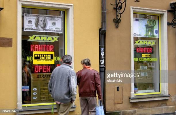 Geldwechsel in der Danziger Rechtstadt Polens Waehrung geraet unter Druck Abwertung wie vor 13 Jahren