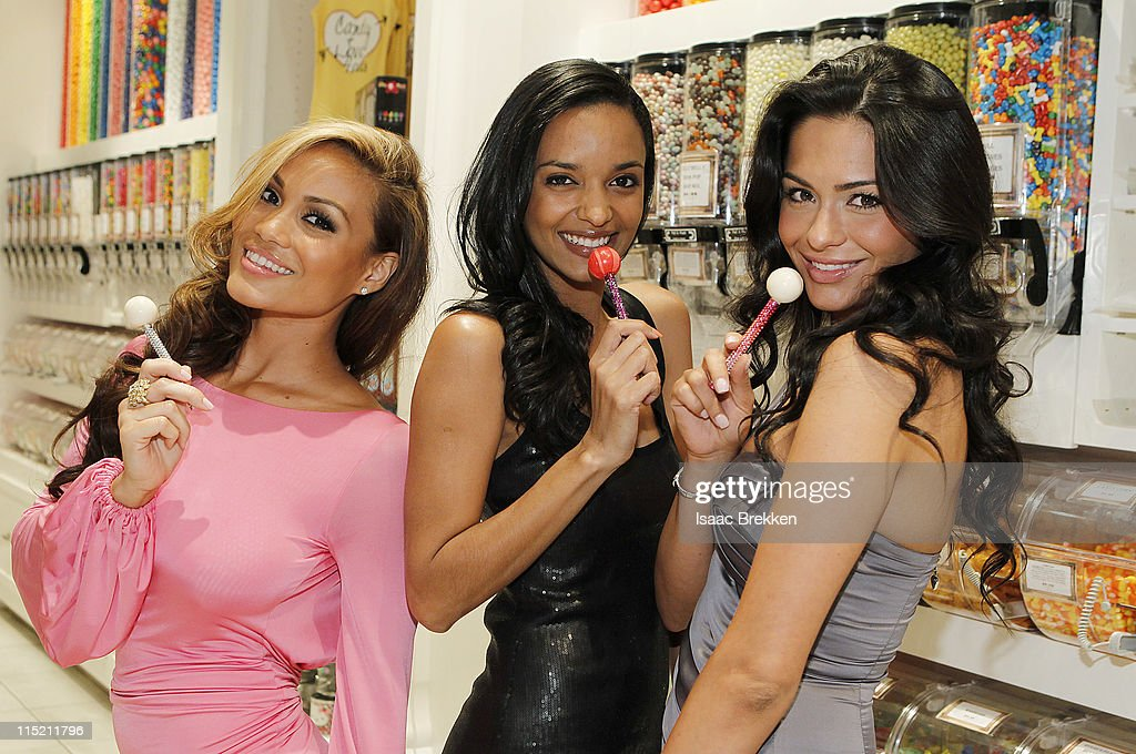 Daphne Joy (L-R) Sanya Hughes and Antoinette Nikprelaj, Mermaids of 'Pirates Of The Caribbean: On Stranger Tides' shop at Sugar Factory American Brasserie on June 3, 2011 in Las Vegas, Nevada.