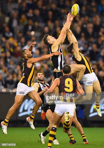 Darcy Moore of the Magpies marks during the round nine AFL match between the Collingwood Magpies and the Hawthorn Hawks at Melbourne Cricket Ground...