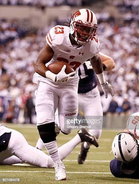 Dare Ogunbowale of the Wisconsin Badgers runs for a touchdown during the second quarter of the Big Ten Championship game against the Penn State...