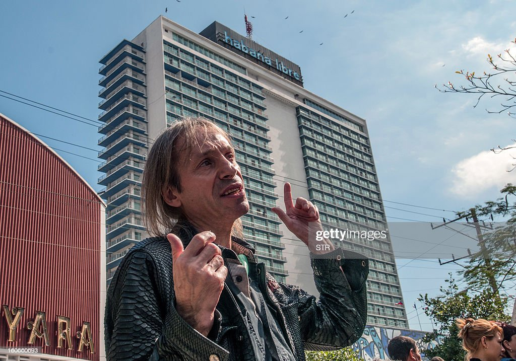 Daredevil French climber Alain Robert, known as the French Spiderman, speaks in front of the Habana Libre hotel, on February 4, 2013, in Havana, before climbing its 22 floors (around 70 meters) in 28 minutes. AFP PHOTO