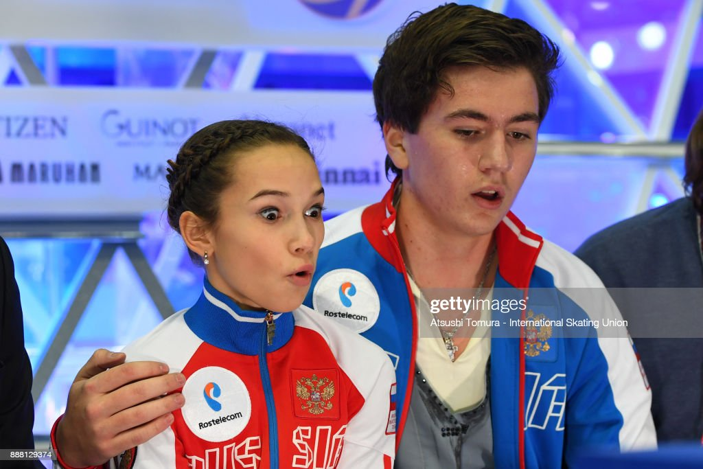 Парное катание - Страница 5 Daria-pavliuchenko-and-denis-khodykin-of-russi-react-after-competing-picture-id888129374