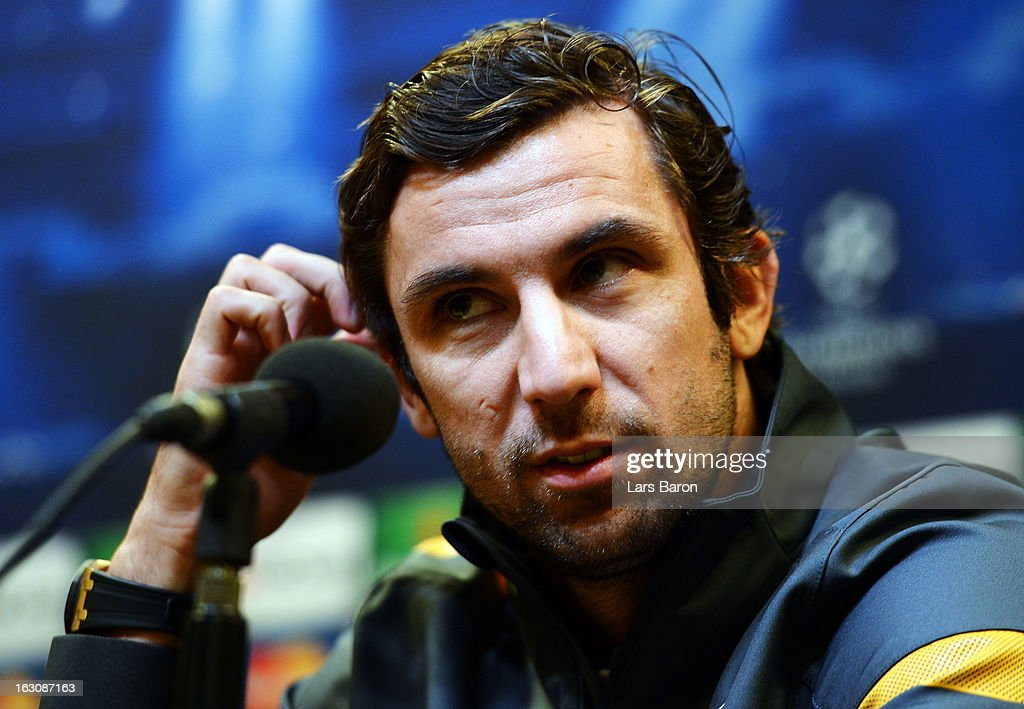 <a gi-track='captionPersonalityLinkClicked' href=/galleries/search?phrase=Darijo+Srna&family=editorial&specificpeople=546578 ng-click='$event.stopPropagation()'>Darijo Srna</a> looks on during a FC Shakhtar Donetsk press conference ahead of their UEFA Champions League round of 16 match against Borussia Dortmund on March 4, 2013 in Dortmund, Germany.