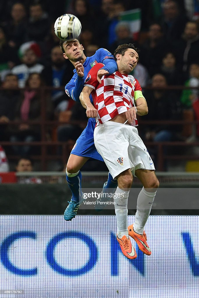 Darijo Srna (R) of Croatia goes up with Mattia De Sciglio of Italy during the EURO 2016 Group H Qualifier match between Italy and Croatia at Stadio Giuseppe Meazza on November 16, 2014 in Milan, Italy.