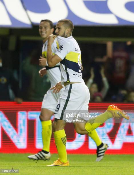 Dario Bendetto of Boca Juniors celebrates after scoring the opening goal during a match between Boca Juniors and Newell's Old Boys as part of Torneo...