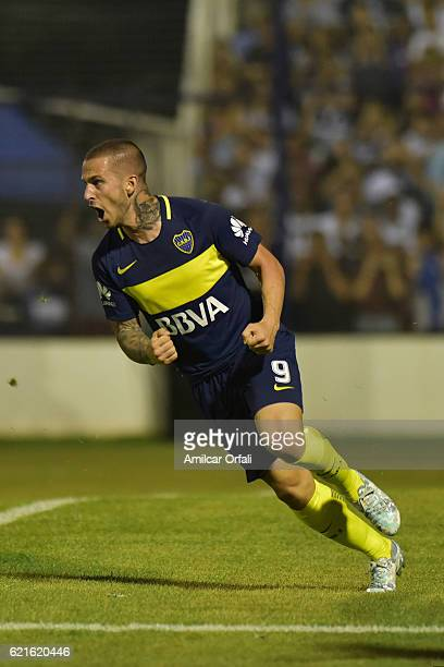 Dario Benedetto of Boca Juniors celebrates after scoring during a match between Gimnasia y Esgrima La Plata and Boca Juniors as part of Torneo...