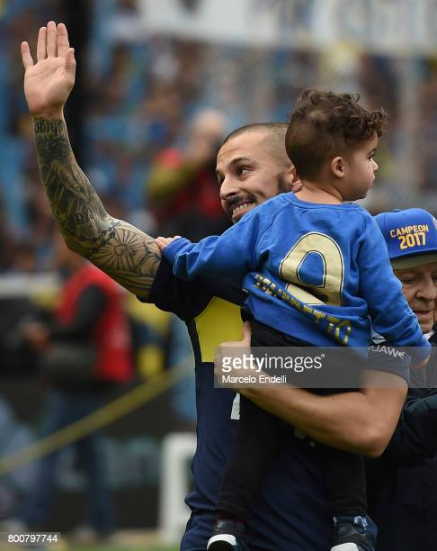 Dario Benedetto of Boca Juniors celebrates the Torneo Primera Division 2016/17 title prior a match between Boca Juniors and Union as part of Torneo...
