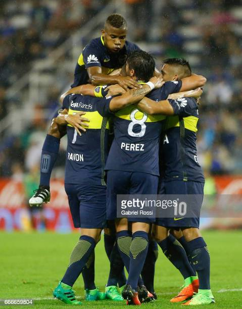 Dario Benedetto of Boca Juniors celebrates with teammates after scoring the first goal of his team during a match between Velez Sarsfield and Boca...