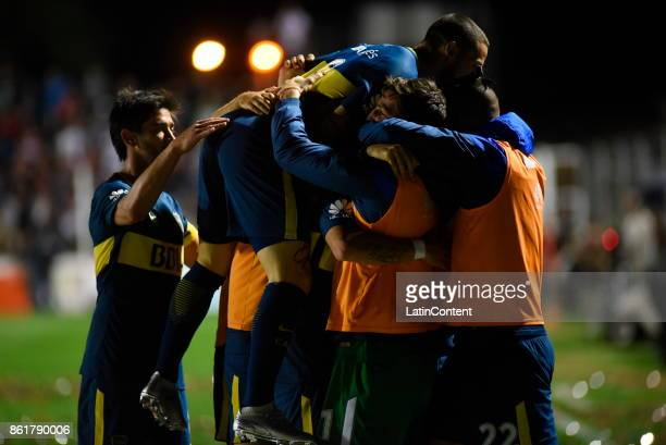 Dario Benedetto of Boca Juniors celebrates with teammates after scoring the second goal of his team during a match between Patronato and Boca Juniors...